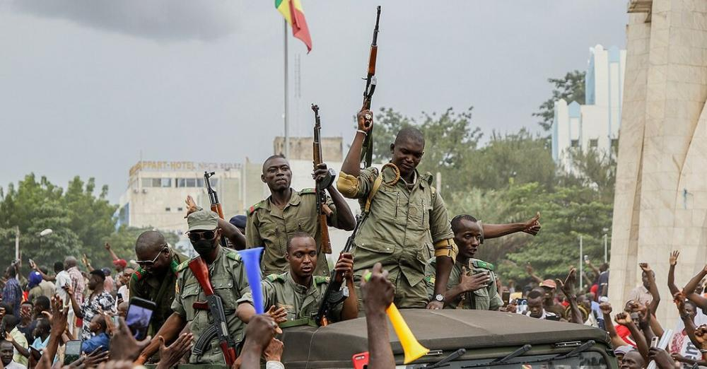 Soldiers arrest president in Mali