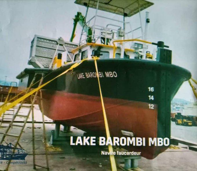 A dredging vessel named Lake Barombi Mbo mower ship with an overall length of 12.35 m, a width of 5.5 m and a propulsive power of 1x234HP at 2100t / m.